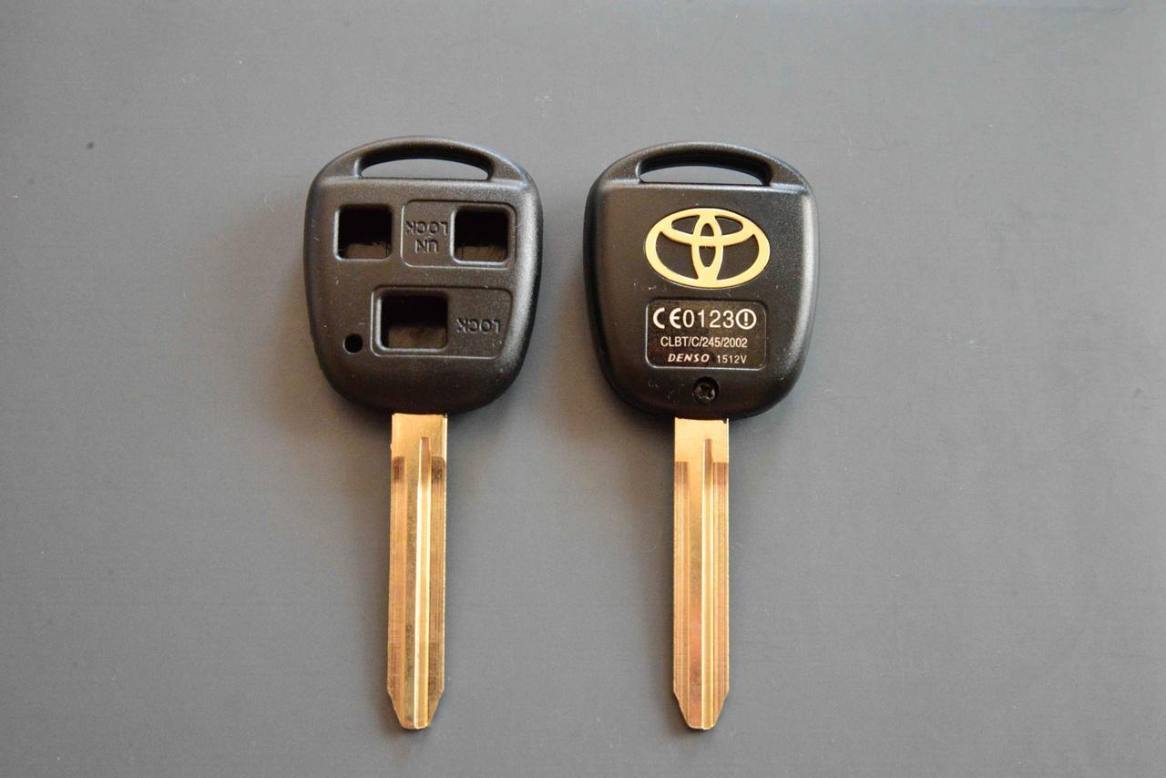 Корпус авто ключа для TOYOTA Camry (Тойота Камри) 3 кнопки , лезвие TO