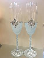 Нежные свадебные бокалы с голубым напылением с брошью