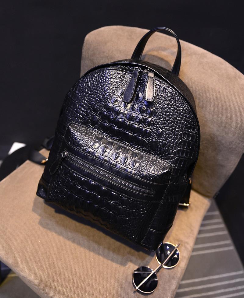 Городской женский рюкзак черный под рептилию
