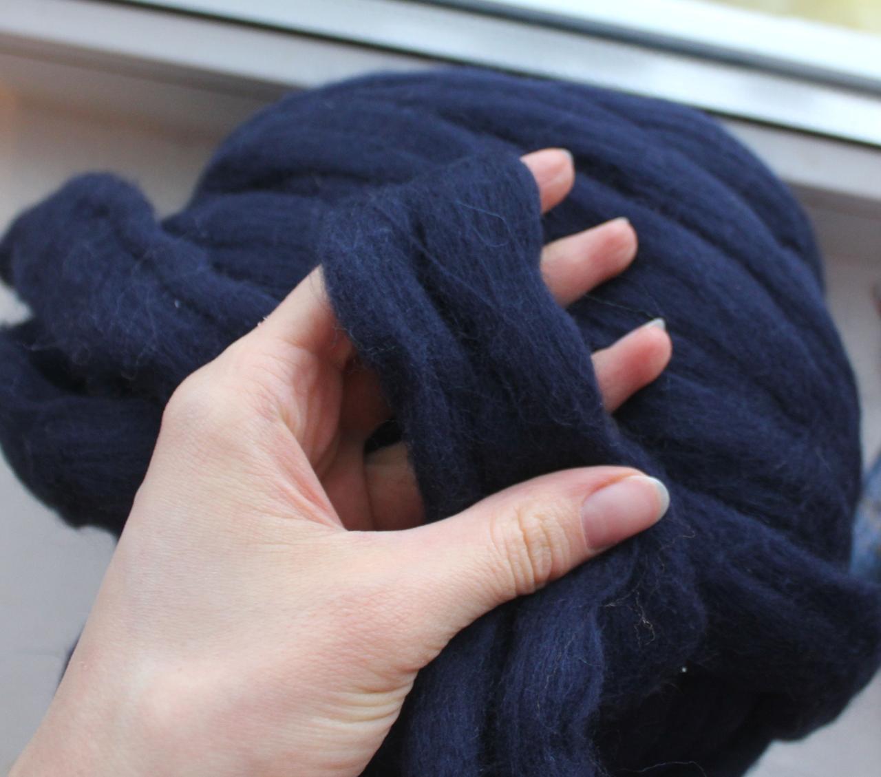 Толстая, крупная пряжа 100% шерсть 100г (4м). Цвет: Темно-синий. 25 мкрн. Топс. Лента для пледов