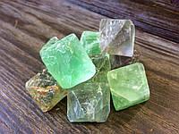 Флюорит кристалл, октаэдр флюорита.