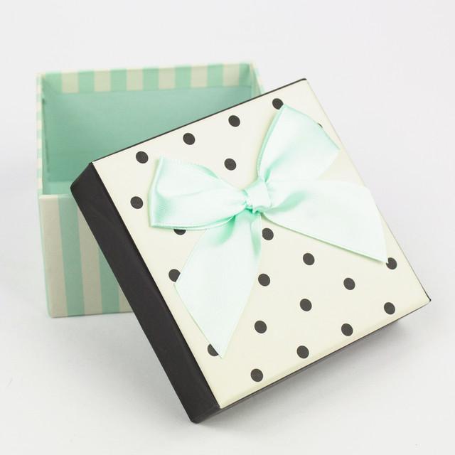Коробка квадратная с мятным бантом