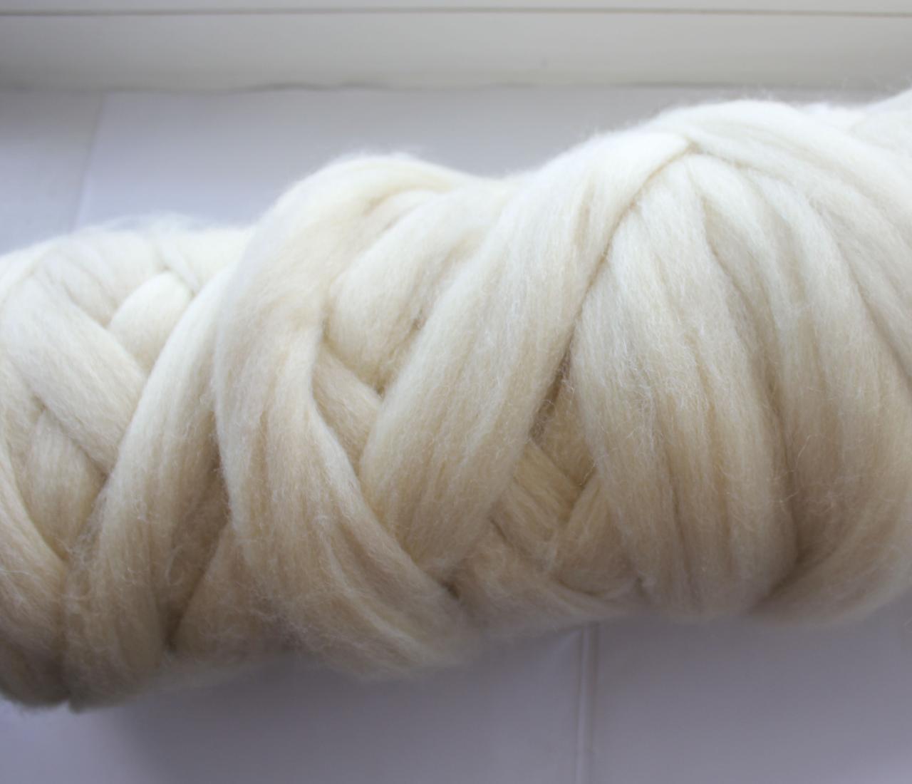 Толстая, крупная пряжа 100% шерсть 100г (4м). 26 мкрн. Цвет: Суровый. Топс. Лента для пледов.
