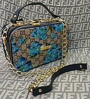 Яркая цветочная маленькая сумочка Gucci. Цвета: синий, красный. Материал: эко-кожа.