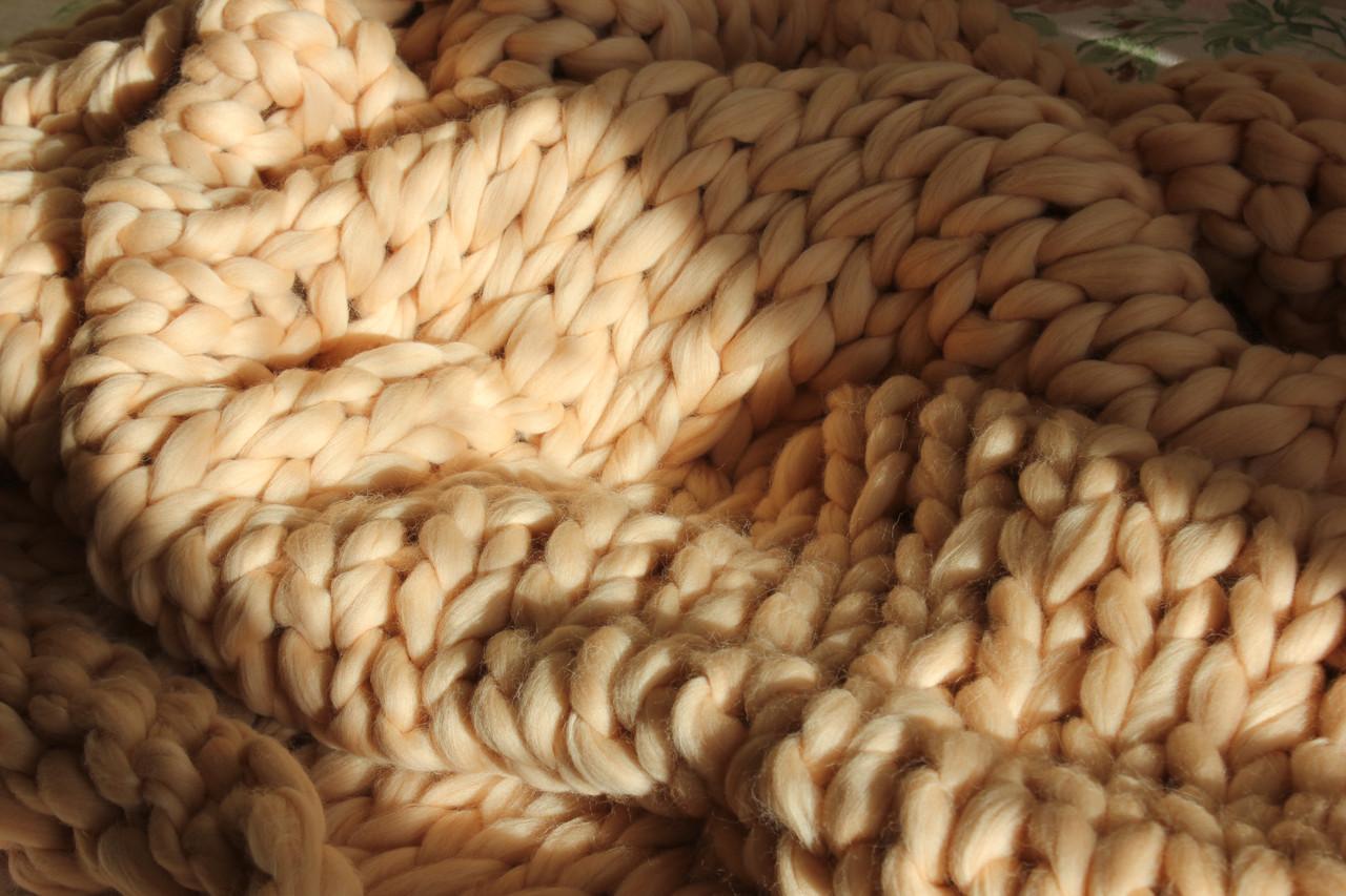 Плед ручной работы, вязанный из толстой пряжи, 100% шерсть. Цвет Телесный