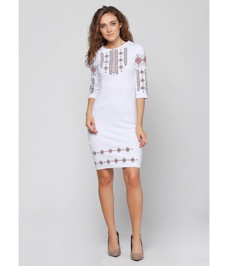Женское белое платье вышитое