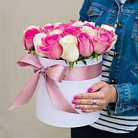 """Коробка с белыми и розовыми розами """"Нежное чувство"""""""