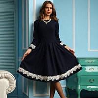 Приталенное платье миди с пышной юбкой и красивым французским кружевом