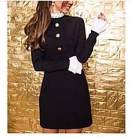 Короткое строгое платье с воротничком и воланами на рукавах
