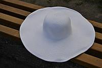 Стильная женская летняя пляжная шляпа с широкими полями белого цвета