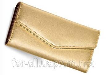 Клатч золотого цвета для стильной женщины