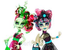 Рошель и Венера из серии Zombie Shake (Танцы Зомби)