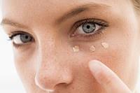 Как ухаживать за кожей вокруг глаз - частые ошибки!