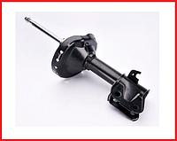 Амортизатор передний левый газомасляный KYB Subaru Impreza GD седан (00-07) 334461