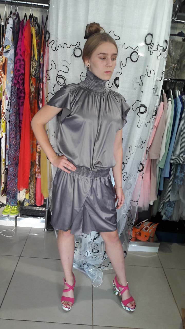 Жіноче плаття дизайнерське вечірню літню сіре атласс