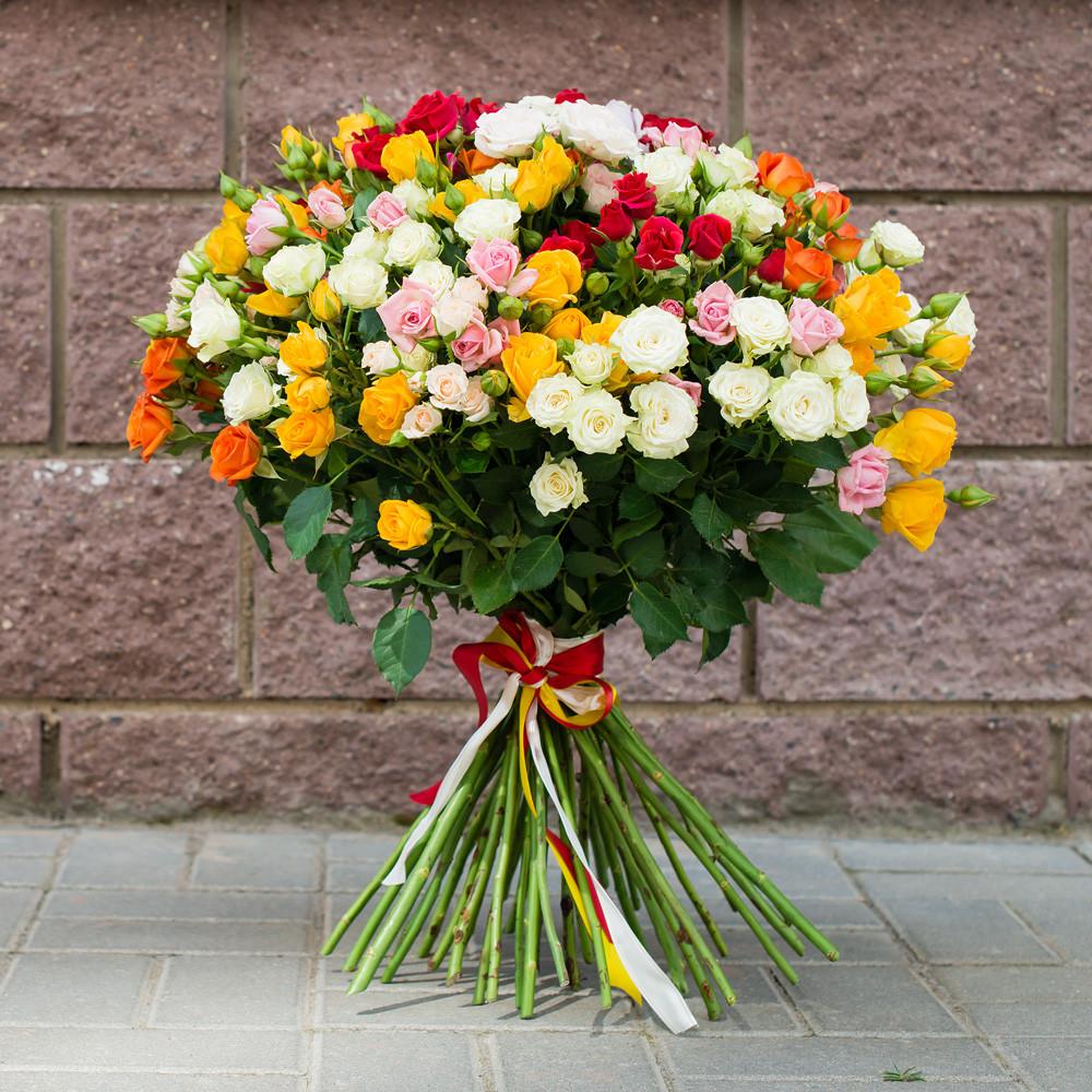 """Букет из кустовых роз """"Разноцветные брызги"""""""