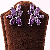Сережки декорированы фиолетовыми камнями циркон