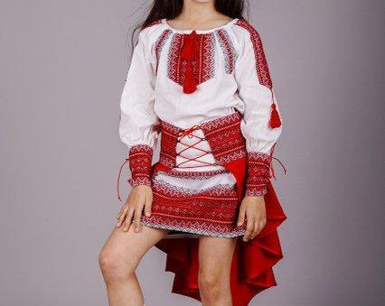 Модный вышитый костюм для девочки Павлин 146-152