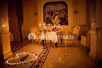 Романтическое свидание в зале с роялем в Киеве