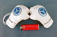 Боксерские перчатки в машину на стекло сувенир брелок  белые Mersedes
