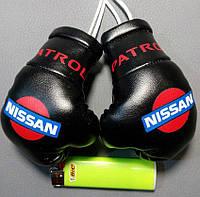 Мини-боксерские перчатки в машину на стекло сувенир брелок Nissan Черные