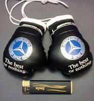 Боксерские перчатки в машину на стекло сувенир брелок черные Mersedes
