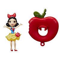 Маленькая кукла принцесса Белоснежка плавающая на круге Hasbro (B8937)