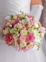 """Букет невесты из роз и фрезии """"Жемчужный"""""""