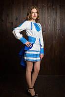 Симпатичное платье для девочки украшено красивой вышивкою