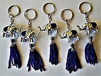 """Брелок на ключи """"Слон с кистью"""" серебристый."""