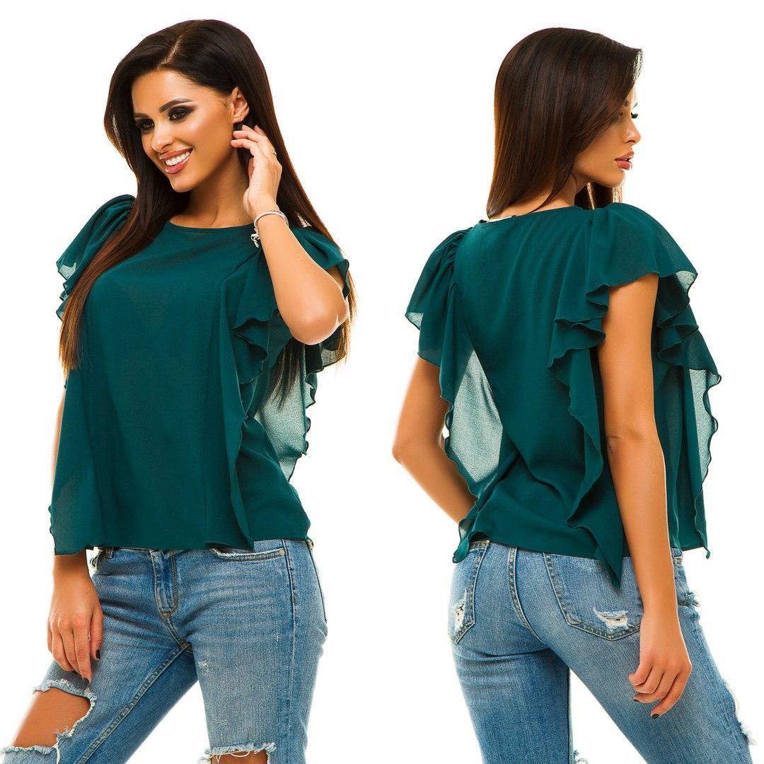 Модная легкая блуза прилегающего силуэта.