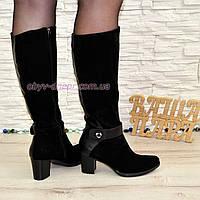 Зимние женские сапоги из натуральной замши черного цвета на невысоком каблуке.