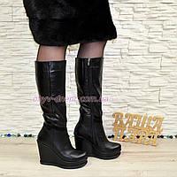Женские зимние кожаные сапоги на устойчивой платформе. 37 размер