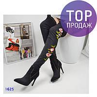 Женские джинсовые ботфорты, каблук 10.5 см, черные, с цветочным принтом /  летные ботфорты  женские, 2017