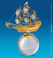 "Фигурка на шаре ""Парусник"" 9,5х14х5 см., Crystal Temptations, США"