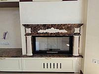 Классический мраморный каминный портал с резьбой