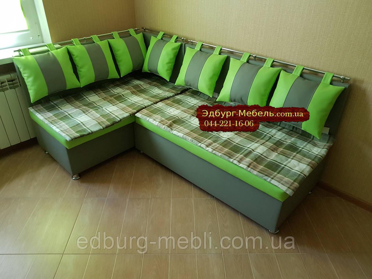 Кухонний куточок зі спальним місцем і килимками для сидінь