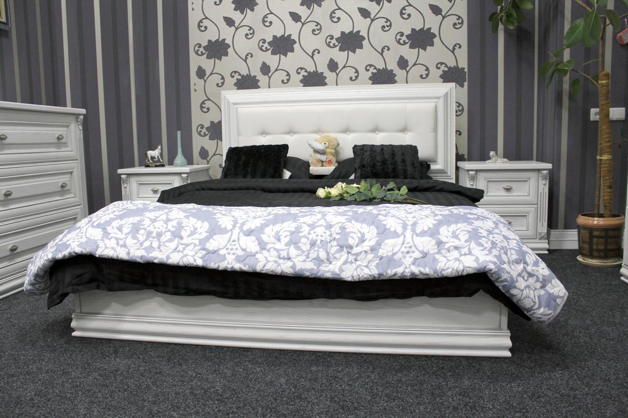 Деревянная двуспальная кровать (ясень)