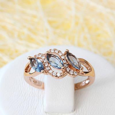 002-2604 - Кольцо с серо-голубыми и прозрачными фианитами розовая позолота, 18 р