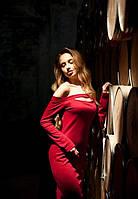 Женское приталенное платье красное свисающее с плеч по колено