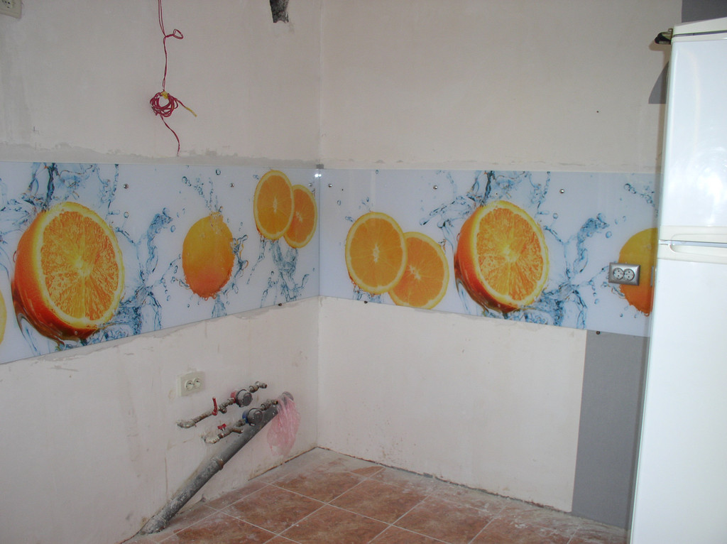 монтаж кухонного фартука на стену до монтажа кухни