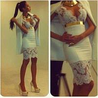 Короткое платье с французским кружевом и глубоким вырезом декольте