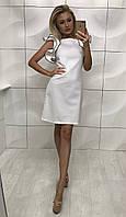 Женское белое платье с пышным рукавом воланом