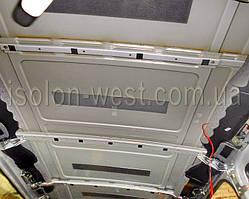 На потолке автомобиля есть немного виброизоляции. Это очень мало. Все почистить и обезжирить.