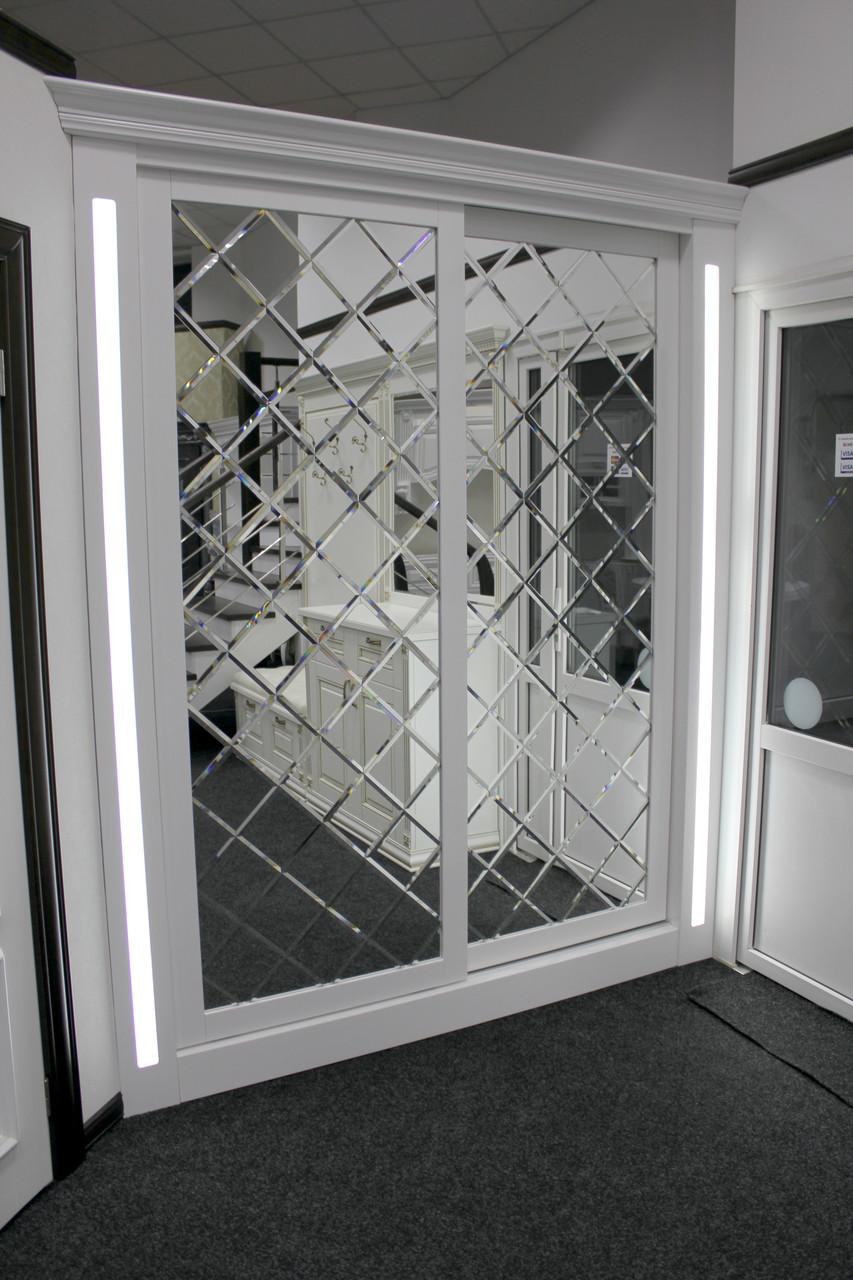 Шкаф-купе с декоративным зеркалом и фацетом