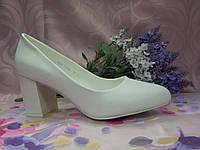 Туфли лодочки классика белые на среднем каблуке