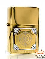 Зажигалка бензиновая золотого цвета с рисунком