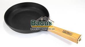 """Сковорода чавунна (d-20см, h-3,5 см) з дерев'яною ручкою Brizoll """"Оптима"""" (О2035-Р)"""
