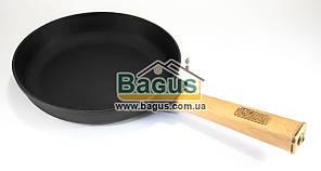 """Сковорода чавунна (d-22см, h-4см) з дерев'яною ручкою Brizoll """"Оптима"""" (О2240-Р)"""