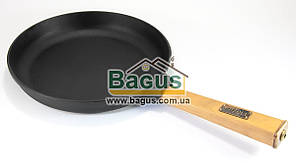 """Сковорода чавунна (d-24см, h-4см) з дерев'яною ручкою Brizoll """"Оптима"""" (О2440-Р)"""